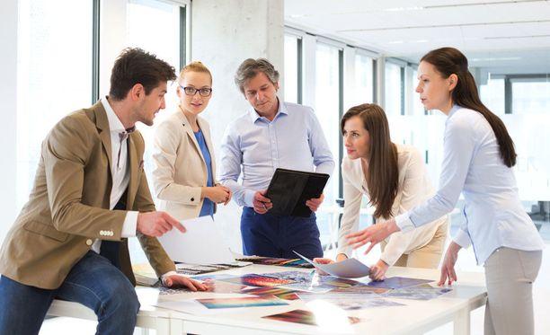 Yksityisen sektorin ammattikirjo on suuri, mutta moni työskentelee asiantuntijatehtävissä.