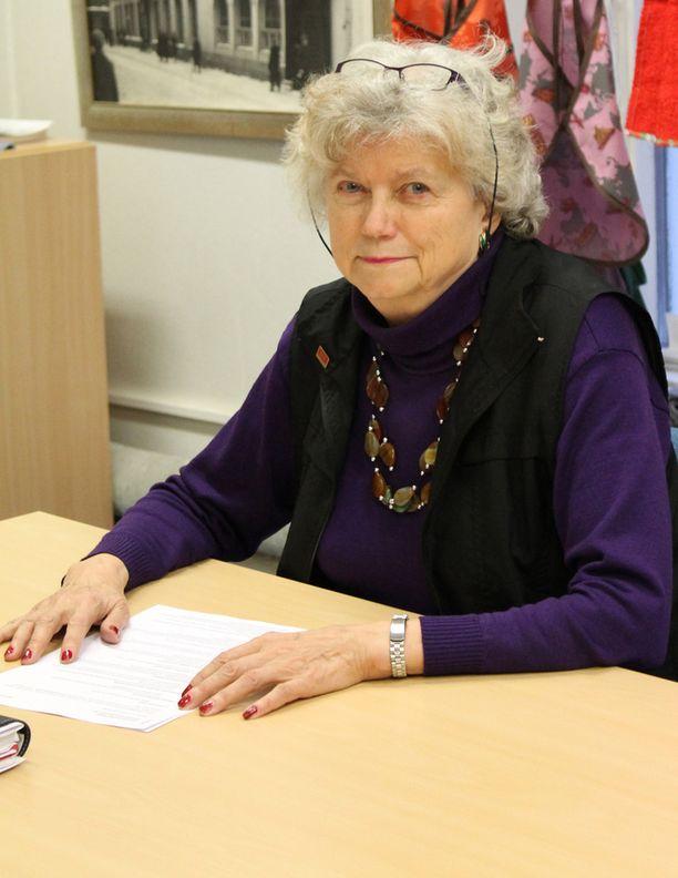 Ritva-Liisa Ahon osteoporoosi eteni huomaamatta kunnes hän mursi kaatumisen vuoksi kätensä.