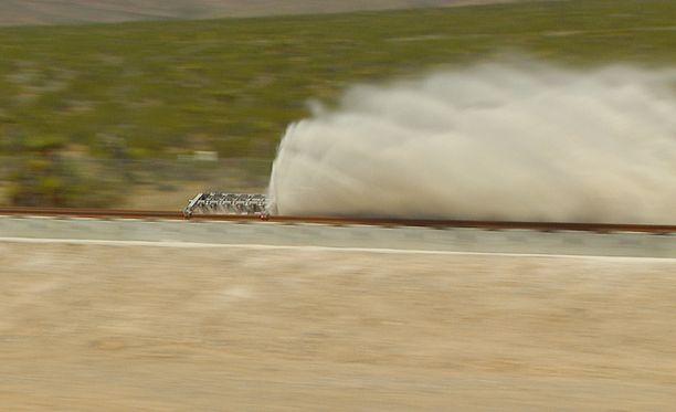 Hyperloop-tekniikkaa testataan Nevadassa.