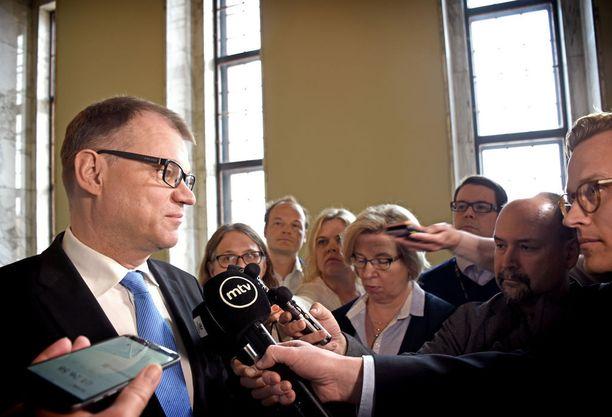 Pääministeri Juha Sipilän (kesk) mukaan SDP:n puheenjohtajan Antti Rinteen eläkelupaus on katteettomalla pohjalla.