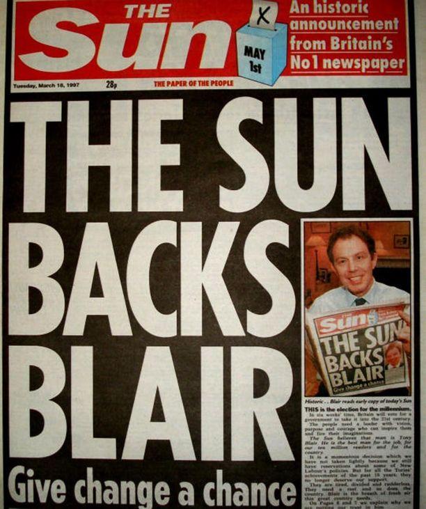 Britannian poliittisen vallan vaihtumisessa oli todennäköisesti roolinsa silläkin, että konservatiiveja aina kannattanut The Sun ilmoitti tukevansa modernia Tony Blairia, työväenpuolueen ehdokasta.
