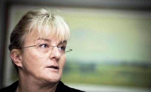 Sosiaali- ja terveysministeri Pirkko Mattila haluaa viraston Suomeen.