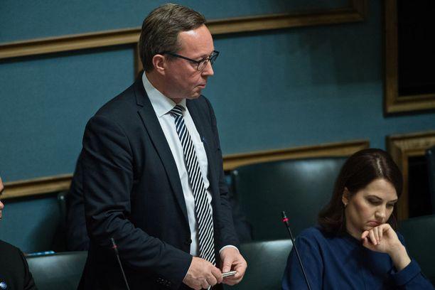 Elinkeinoministeri Mika Lintilä (kesk) vastaanotti tänään yritystukityöryhmän loppuraportin, jonka tulos jäi laihaksi.