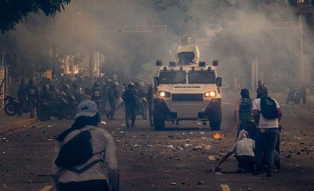 Mielenosoittajat ja poliisi ovat ottaneet useasti yhteen pääkaupungissa Caracasissa.