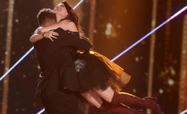 X Factorin finalistit: Matt Terry ja Saara Aalto.