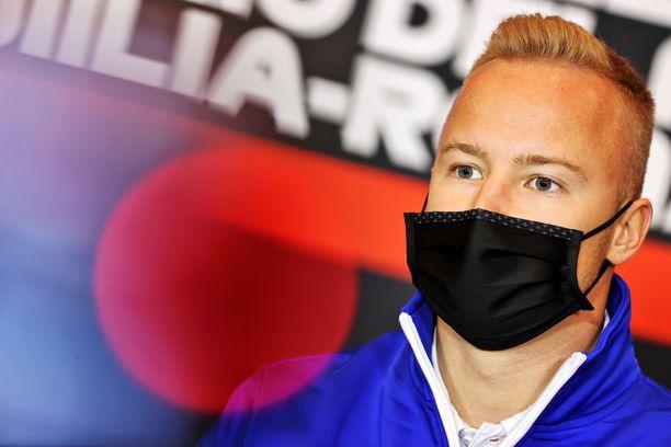 Nikita Mazepin ei saa pidettyä F1-autoa hallussaan.