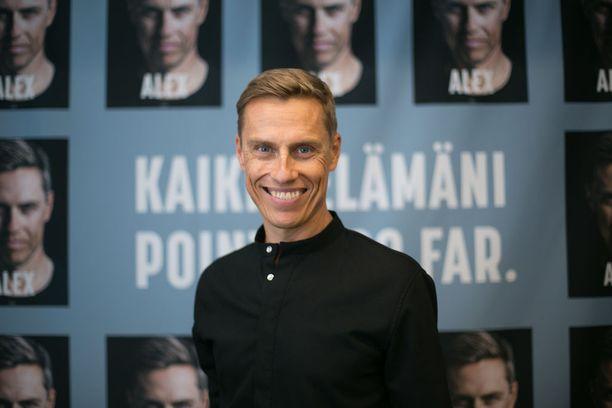 Euroopan investointipankin varapääjohtaja Alexander Stubb kirjansa Alex julkaisutilaisuudessa 22. elokuuta. Kirja on ehdolla Tieto-Finlandian saajaksi.