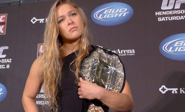 Ronda Rousey saa suitsutusta myös UFC-organisaation miesottelijoilta.