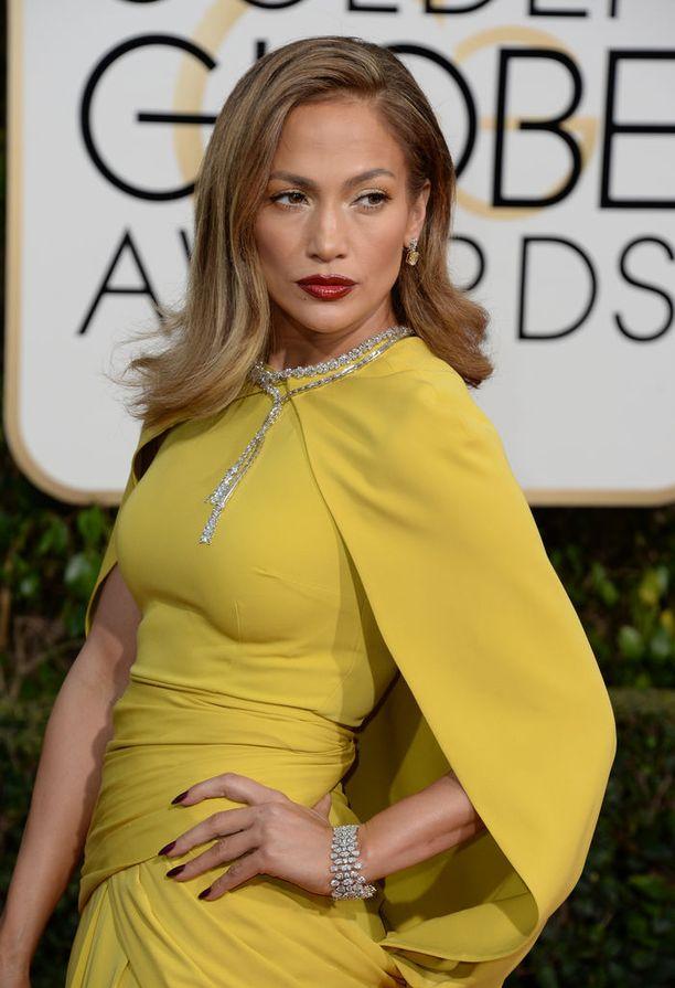Pop-diiva Jennifer Lopez on viihtynyt vuosikaudet vaalean ja ruskean sävyillä leikittelevässä hiusvärissä.