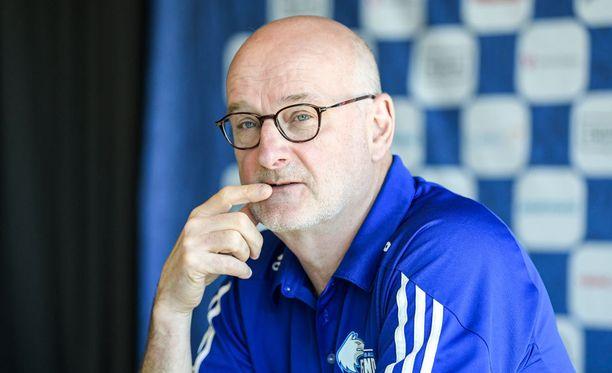 Henrik Dettmannilla on selvä mielipide Euroliigan ja Fiban kiistasta.