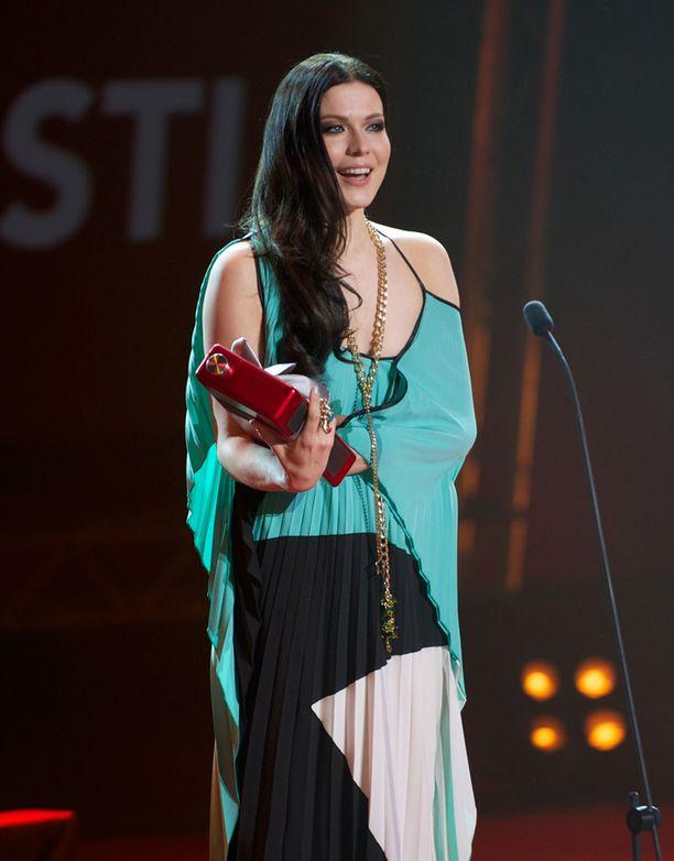 Jenni Vartiainen - Wikipedia