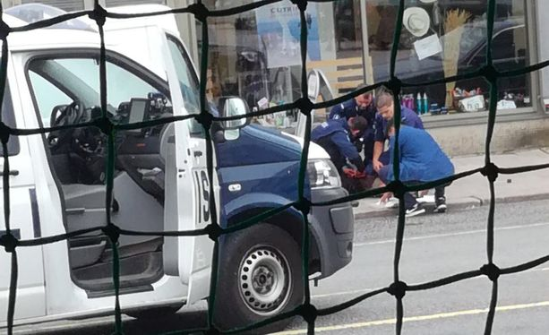 Poliisi pysäytti Turun puukotuksista epäillyn tekijän ampumalla tätä reiteen.