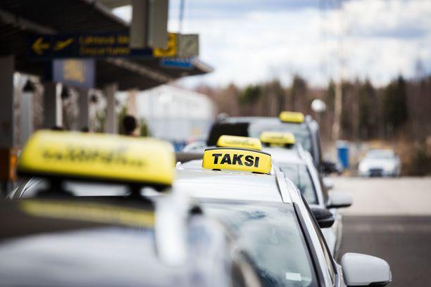 Päijät-Hämeen käräjäoikeus tuomitsi taksiyrittäjän kuolemantuottamuksesta. Kuvituskuva.