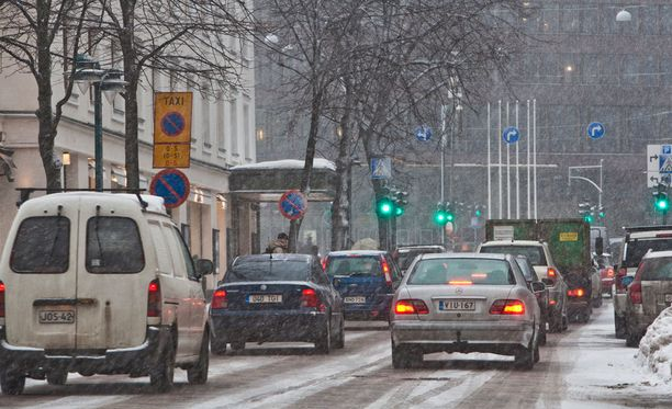 Ajokeli on huono sään lauhtumisen ja lumisateen vuoksi.