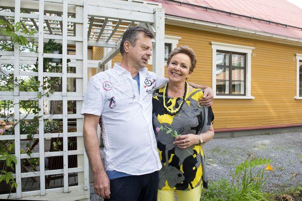 Kaija Pohjola ja tuleva aviomiehensä Matti Vartiala hankkivat muutama vuosi sitten yhteisen kodin.