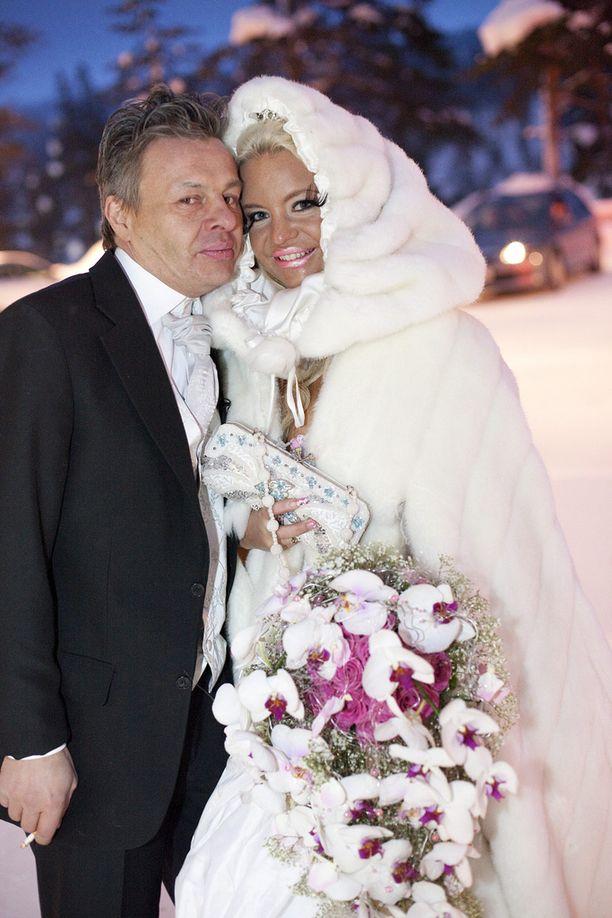 Johanna Tukiainen meni vuonna 2011 naimisiin Arto Länsmanin kanssa. Suhde ei kestänyt kauaa, liitto purkautui jo samana vuonna.