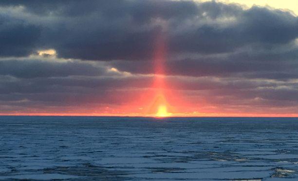 Halo kuvattuna luotsiveneestä Raumanmerellä
