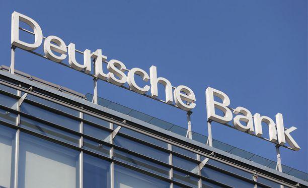 Yhdysvaltain ja Britannian viranomaiset ovat määränneet saksalaiselle pankkijätille Deutsche Bankille liki 630 miljoona dollarin sakot epäillystä rahanpesusta Venäjällä.