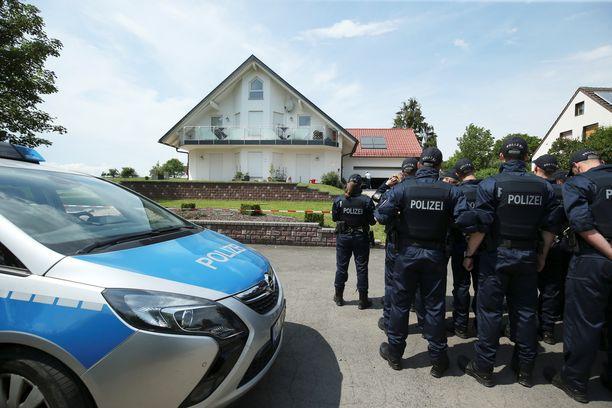 Perheenjäsen löysi Lübcken kotitalonsa terassilta.