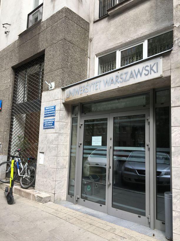 Iltalehti vieraili Hussein al-Taeen entisessä opinahjossa Varsovassa.