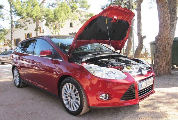 Autoihin saadaan vähitellen suuremmat sisätilat, kun moottorit pienentyvät. Kannen alle katsoessa ei voi aavistaa, että käynnissä on vain kolmisylinterinen moottori.