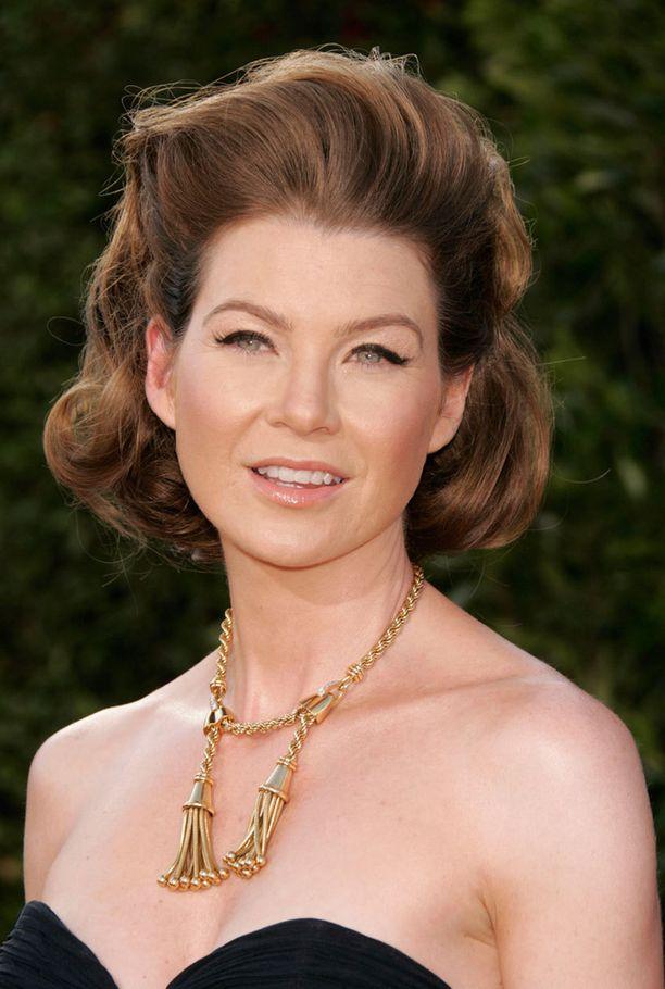 Ellen Pompeon kampaus oli turhan veistoksellinen vuoden 2007 Emmy-gaalassa.