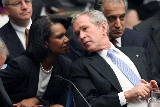 Condoleezza Rice (vas.) oli George W. Bushin lähimpiä liittolaisia tämän presidenttikaudella. Kuva vuodelta 2007.
