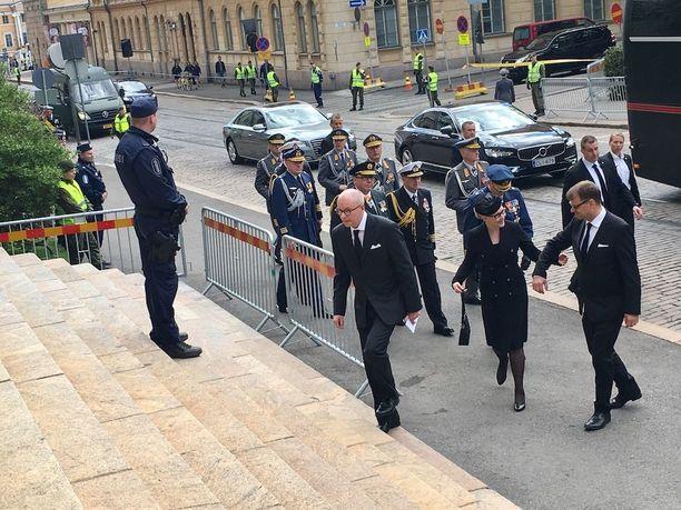 Pääministeri Juha Sipilä (kesk) saapui Säätytalolle eduskunnan puhemiehen Maria Lohelan kanssa.