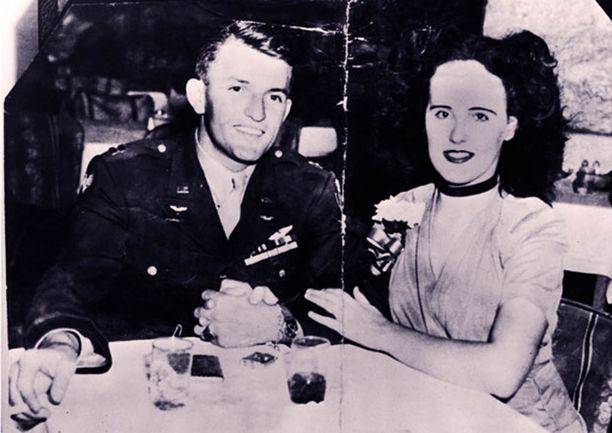 Short pyrki piireihin ja halusi näyttelijäksi. Kuvassa hän on armeijan majurin Matthew Gordonin kanssa.