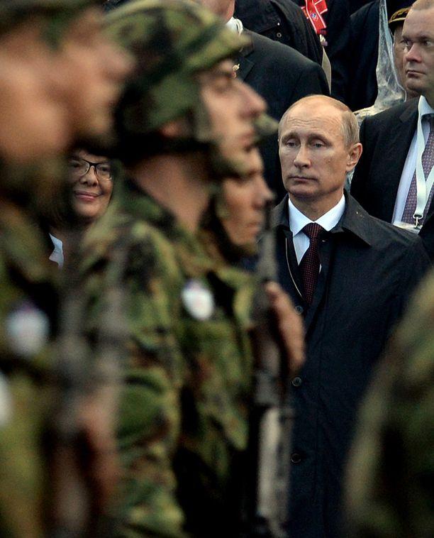 Venäjän presidentti Vladimir Putin seurasi sotilasparaatia Belgradissa lokakuussa.