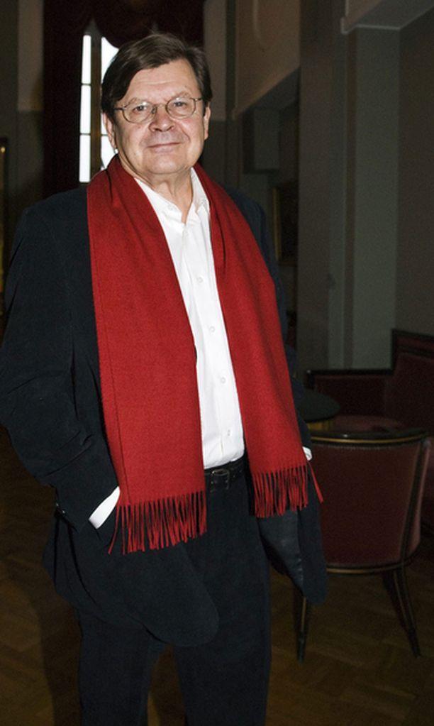 Sankka joukko ystäviä ja työtovereita juhli Kinnusen 40-vuotistaiteilijajuhlassa joulukuussa 2007.