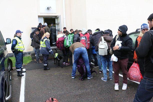 Vuonna 2015 Suomeen tuli yli 30 000 turvapaikanhakijaa, ja määrä lamaannutti turvapaikka-asioiden käsittelyn. Eri oikeusasteissa on edelleen pitkät jonot valituksia. Kuva Torniosta syyskuussa 2015.