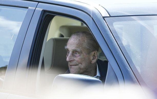 Kapinallinen teräsvaari nähtiin taas auton ratissa. Kuvassa prinssi Philip katselee autosta istuen kuninkaallista hevos-show'ta tammikuussa 2018.