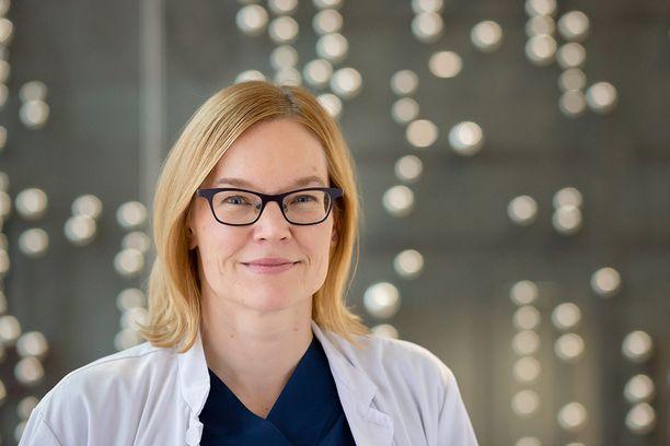 Väitöskirjan tehnyt Paula Haataja työskentelee lastentautien erikoislääkärinä Tampereen yliopistollisen sairaalan vastasyntyneiden teho- ja tarkkailuyksikössä.