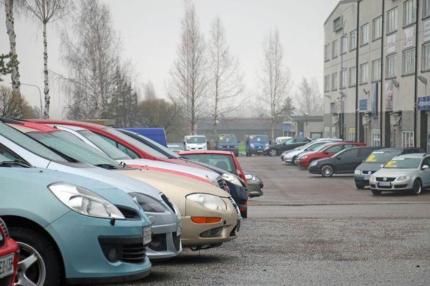 Käytettyjä henkilöautoja tuotiin viime vuonna Suomeen yli 10 000 enemmän kuin vuonna 2017. Kuvituskuva.