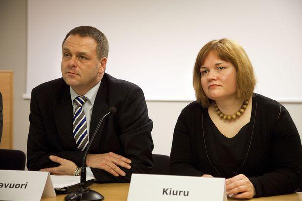 Jan Vapaavuori ja Krista Kiuru ovat vanha taistelupari, välillä on oltu samallakin puolella. Kuva joulukuulta 2011, kun molemmat istuivat Kataisen hallituksen ministereinä.