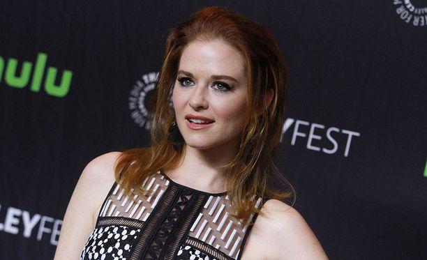 Sarah Drew näytteli April Kepner -nimistä hahmoa yhdeksän tuotantokauden ajan suositussa Greyn anatomia -televisiosarjassa.