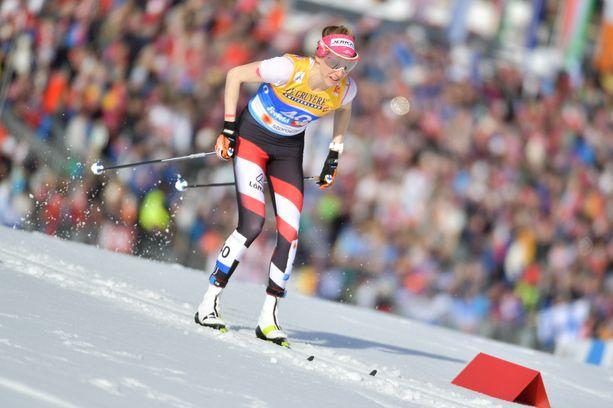 Teresa Stadlober kilpailee niukassa yläosassa.