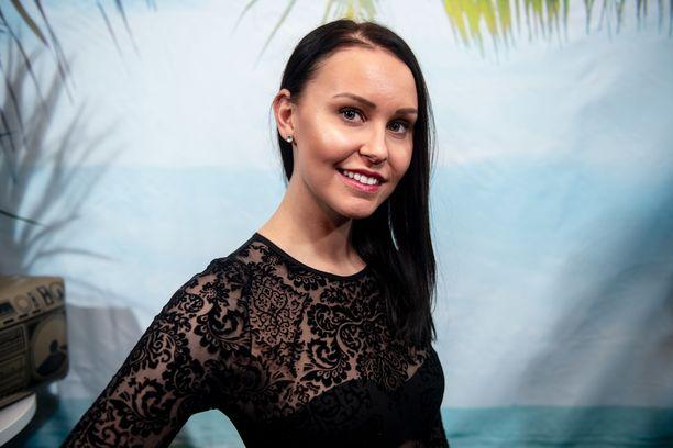 Jane Hölsö ei suunnittele Tinder-treffejä, vaan panostaa Helsingissä unelmaansa.