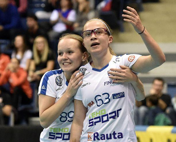 Veera Kauppi (oik.) dominoi Ruotsin Superliigaa heti debyyttikaudellaan.
