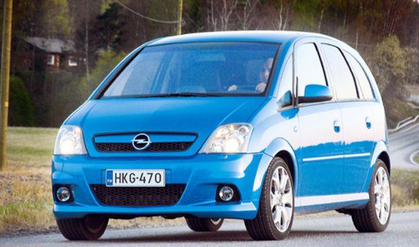 Hieman matalampi alusta ja matalaprofiilirenkaat aluvanteilla kavaltavat auton kaksoisluonteen.