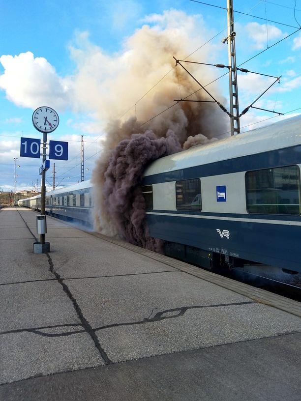 Palosta aiheutui runsaasti savua.