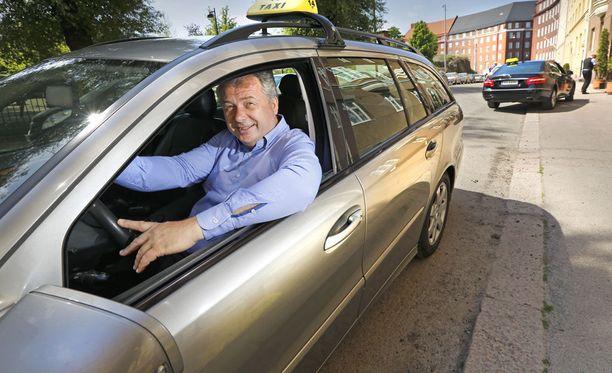 Taksiliiton Kai Anderssonin mielestä robottiautot ovat halpatakseja isompi uhka alalla.