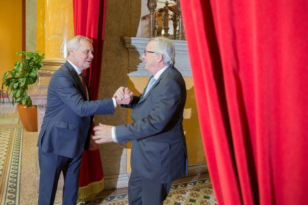 Pääministeri  (sd) tapasi EU:n komission puheenjohtajan in Helsingissä.