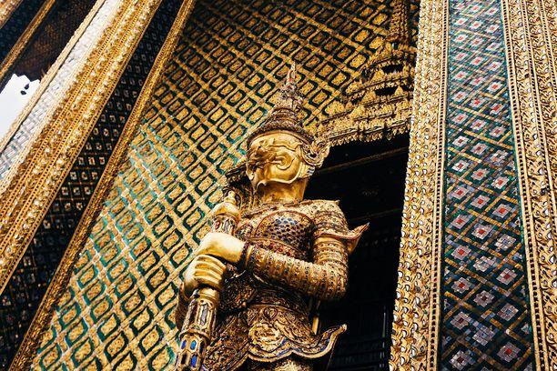 Bangkokissa riittää temppeleitä tutkailtavaksi.