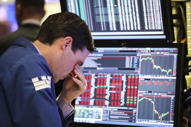 Yhdysvaltojen pörssit sulkeutuivat torstaina alaspäin sojottaviin käyriin.