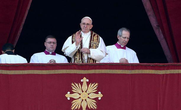 Paavi rukoili rauhan puolesta.