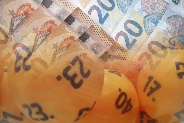 Lottomiljonääri suunnittelee remonttia ja matkaa.