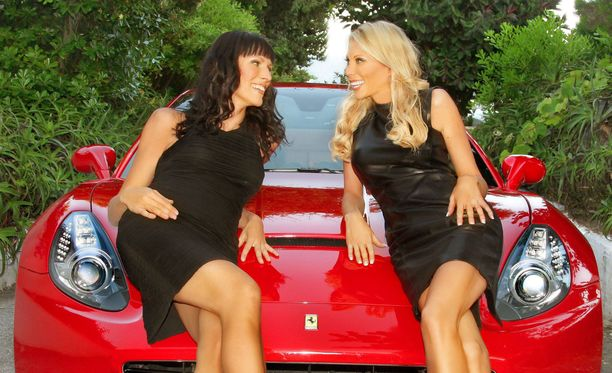 Nina Grekin ja Maria Alanen esiintyivät vuonna 2010 Liv-kanavalla pyörineessä Miljonääriäidit-tositv-sarjassa.