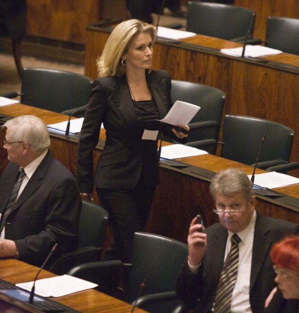 Tanja Karpela ei halunnut kommentoida keskiviikkona raskausuutista.